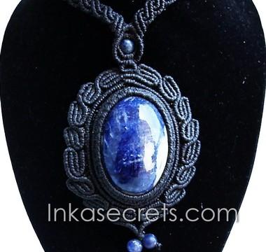 01 Sodalite Stone Macrame Medallion