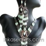 25 Sets of cat´s eye necklace & earrings